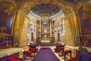 Obraz má svoje dôstojné miesto v kaplnke.
