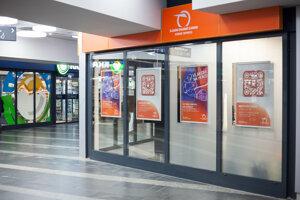 Železničná spoločnosť Slovensko (ZSSK) otvorila nové zákaznícke centrum v zrekonštruovanom podchode na bratislavskom Trnavskom mýte.