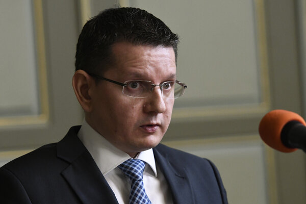 Novelu predložil vedúci Úradu podpredsedu vlády pre investície a informatizáciu Patrik Krauspe.
