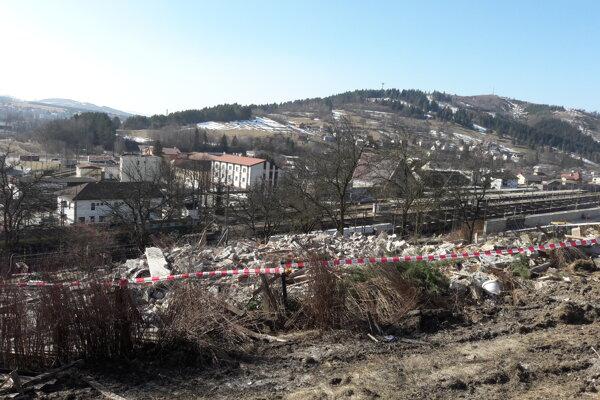 Zhotoviteľ úseku D3 Čadca, Bukov – Svrčinovec pristúpiť 26. februára k demolácii tejto nehnuteľnosti vo vlastníctve Národnej diaľničnej spoločnosti.