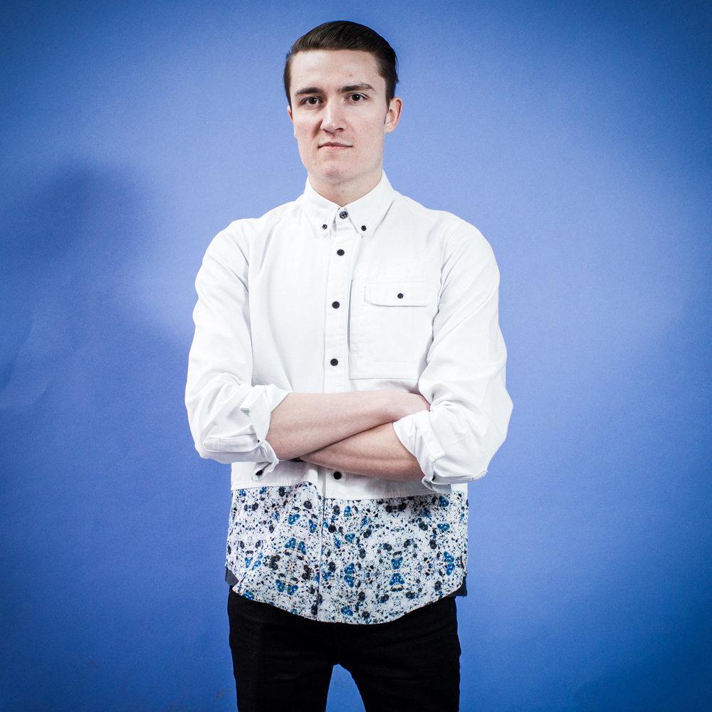 Oskar, 20 rokov, študent, Banská Štiavnica. Budem voliť. Je to občianska povinnosť a ja sa nechcem pozerať na zlodejinu, ktorá tu prebieha už niekoľko rokov a som zvedavý, čo tieto voľby prinesú. Nebolo to ľahké hľadanie, ale nakoniec som si vybral favorita.