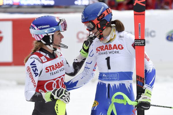 Petra Vlhová (vpravo) a Mikaela Shiffrinová.