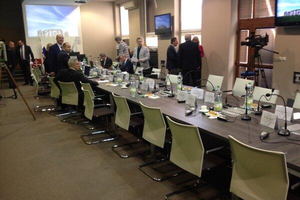 Po odchode dvanástich poslancov z rokovania.
