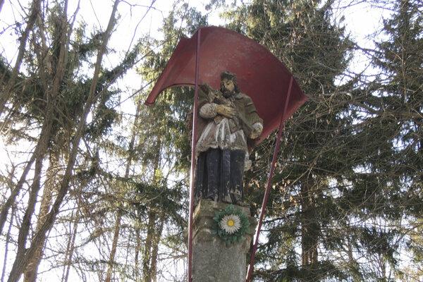 Vyhľadávaný prameň stráži socha sv. Jána Nepomuckého.