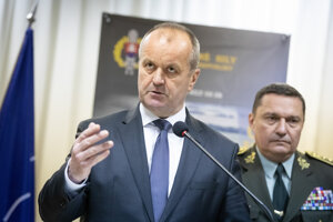 Minister obrany SR Peter Gajdoš a náčelník Generálneho štábu OS SR Daniel Zmeko.