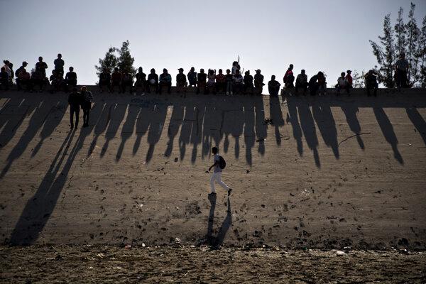Migranti v mexickom meste Tijuana pri hraniciach s USA.