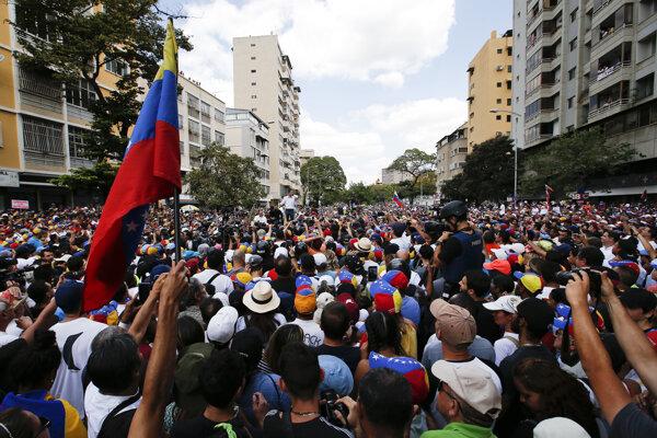 Demonštrácia na podporu Juana Guaidóa v Caracase.