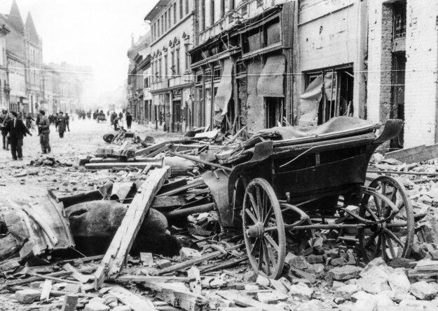 Dnešná pešia zóna po bombardovaní.