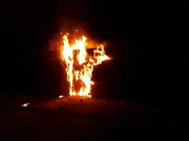 Unimobunky v plameňoch.