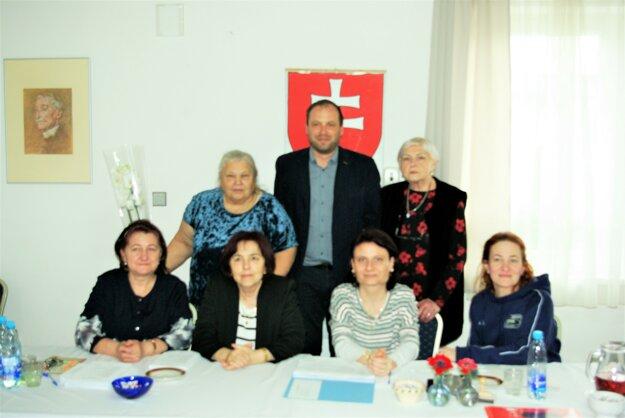 Volebná okrsková komisia v Tomčanoch.