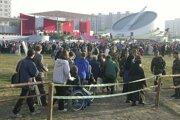 V septembri 2003 na toto miesto v bratislavskej Petržalke prišli pozdraviť veriaci  pápeža Jána Pavla II.