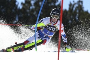 Francúzsky lyžiar Clement Noel počas 1. kola nedeľňajšieho finálového slalomu Svetového pohára mužov v andorrskom Soldeu 17. marca 2019.