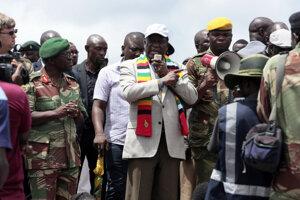 Prezident Zimbabwe Emmerson Mnangagwa navštívil obec Chimanimani postihnutú cyklónom Idai.