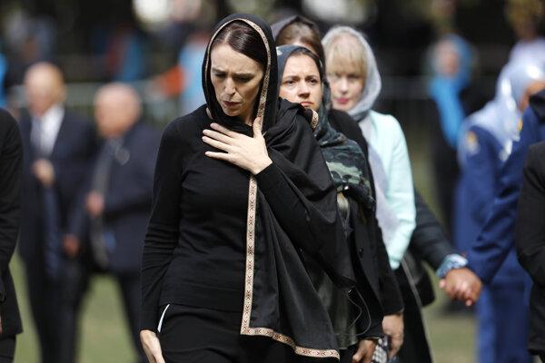 Premiérka Nového Zélandu Jacinda Ardern sa zúčastnila na obradoch a modlitbách moslimov za zasnulých pri atentáte v meste Christchurch.