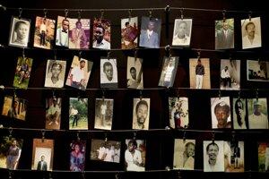 Snímky obetí z múzea genocídy.