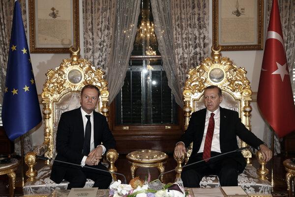 Stály predseda Európskej rady Donald Tusk a turecký prezident Recep Tayyip Erdogan.