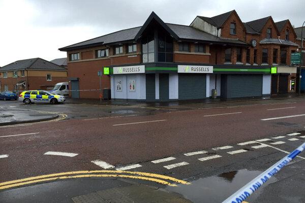 Po výbuchu nastraženej bomby v Belfaste polícia uzatvorila značnú časť mesta.