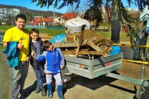 Sninčan Marián Lojan so synmi Lukášom a Danielom našli v Ciroche a na jej brehoch všelijaký odpad.