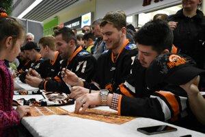 Michalovčania potešili svojich fanúšikov podpismi počas autogramiády.