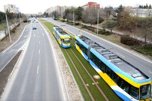 Tichšia trať, zvlhčovanie vzduchu a menej prašnosti. Porota ocenila modernizáciu električkových tratí.