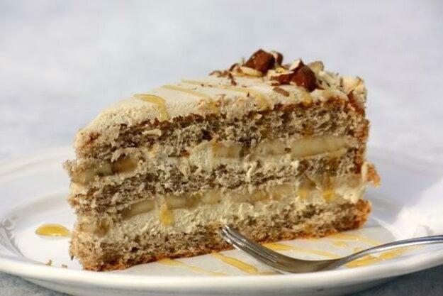 Mandľovo-karamelová torta s banánmi