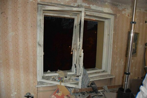 Výbuch poškodil celý byt.