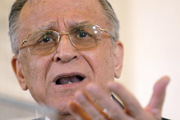 Na archívnej snímke zo 17. mája 2007 bývalý rumunský prezident Ion Iliescu.