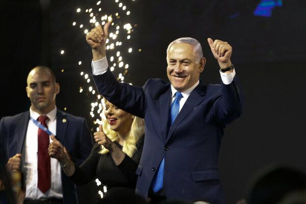 Izraelský premiér Benjamin Netanjahu oslavuje výsledok volieb.
