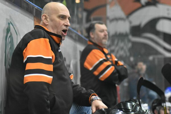 Trénerský štáb Dukly sa rozrastie, k Miroslavovi Chudému a Richardovi Šechnému (v pozadí) pribudne ďalší asistent.