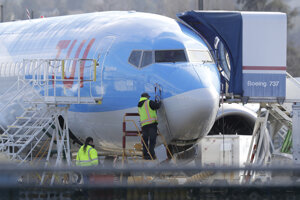 Práce na Boeingu a montážnom závode spoločnosti v meste Renton.