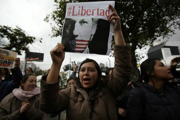 V ekvádorskom Quite protestovali ľudia za prepustenie Assangea.