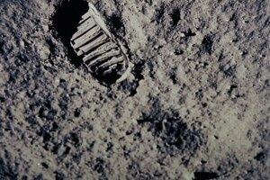 20. júla 1969 Neil Armstrong ako prvý človek v histórii vystúpil na iné vesmírne teleso.