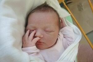 Nina Peciarová (3400 g, 48 cm) sa narodila 4. apríla Anaide a Tomášovi z Partizánskeho.