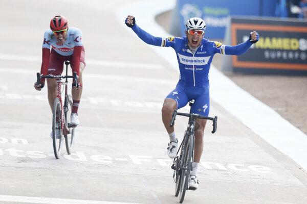 Philippe Gilbert sa teší z víťazstva na Paríž - Roubaix 2019.