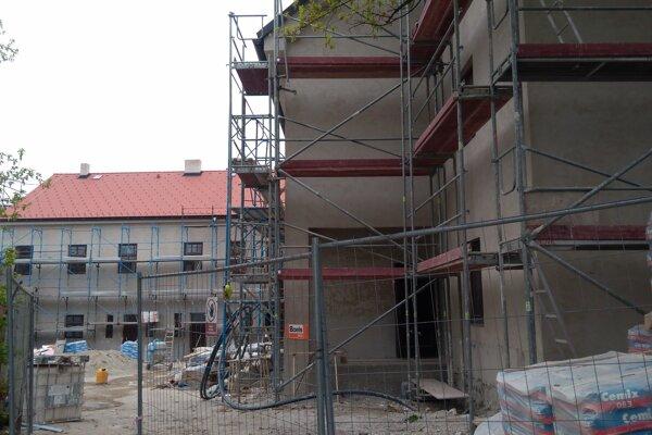 Meštiansky dom, kde je kotolňa, práve rekonštruujú.