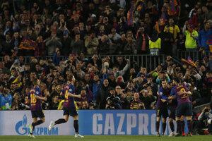 Hráči FC Barcelona oslavujú gól do siete Manchestru United v odvete štvrťfinále Ligy majstrov 2018/2019.