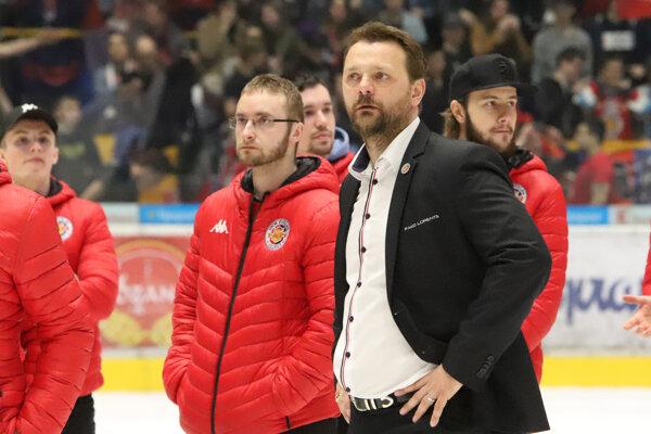 Andrej Podkonický (v popredí) po vypadnutí s Nitrou na zvolenskom ľade.