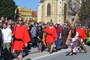 Krížová cesta v uliciach Prešova.