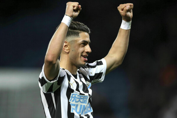 Hráč Newcastle United Ayoze Perez - ilustračná fotografia.