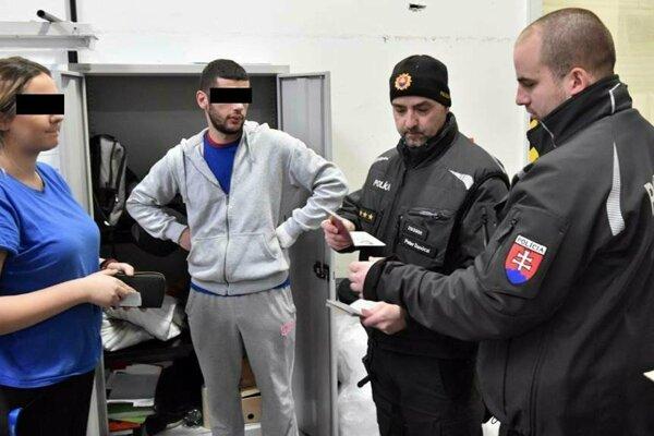 Cudzinecká polícia si posvietila na nelegálnu prácu cudzincov.