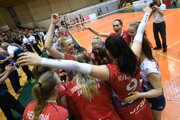 Na snímke volejbalistky VK Slávia EU Bratislava sa tešia po výhre v rozhodujúcom piatom finálovom zápase vo volejbale medzi VK Slávia EU Bratislava - Strabag Volleyball Club Bratislava 24. apríla 2019 v Bratislave. Volejbalistky VK Slávia EU Bratislava sa stali majsterkami Slovenska v sezóne 2018/2019.
