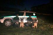 Policajtom pri rannom zásahu pomohli aj služobné psy.