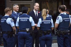 Britský princ William sa vo štvrtok stretol s niektorými predstaviteľmi polície a zdravotníkmi v novozélandskom Christchurchi.