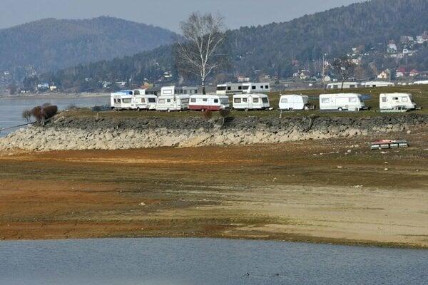 Nízky stav vody ohrozuje aj podnikanie pri Domaši.