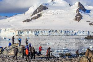 Antarktída má budúci rok privítať plochozemcov.