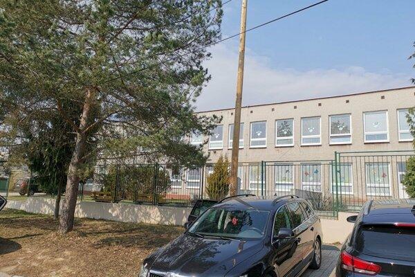 Škôlka na ulici S. Tomášika. V meste sa o ňu zvádza boj.