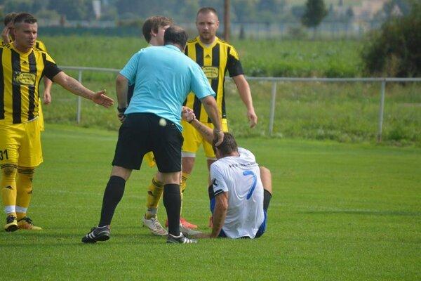 Brestovec (v žltom) patrí medzi najlepšie tímy VI. ligy Double Star Bet.