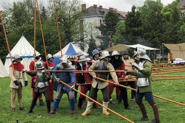 Ukážky stredovekých bojov.