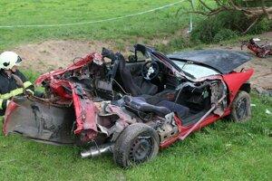 Auto je po nehode úplne zničené.