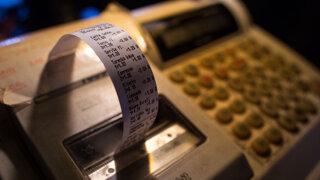 Fiktívne faktúry, predaj bez bločku, karusely. Ako sa podvádza s DPH?